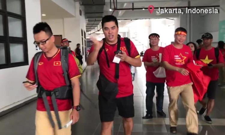 Không khí sôi động trước trận bán kết Việt Nam - Hàn Quốc / Cổ động viên Việt tại Indonesia có niềm