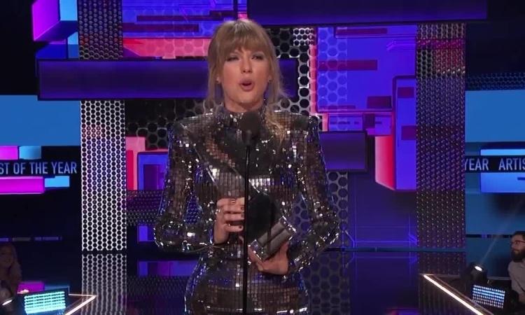 Taylor Swift phát biểu