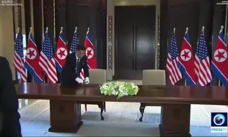 Kim Jong-un không dùng bút có chữ kí Trump