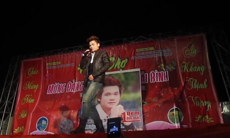 Khắc Việt hát hội chợ