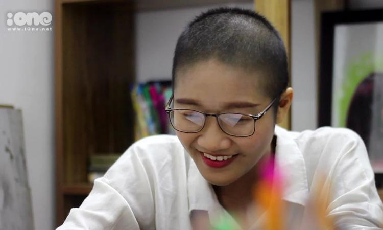Lớp dạy vẽ tranh truyền thần của nữ họa sĩ bị ung thư