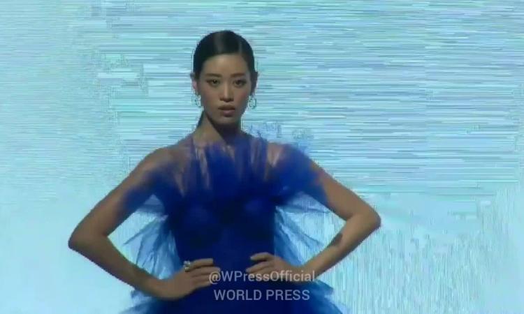 Khánh Vân catwalk