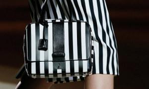 Túi gladstone kẻ sọc lấy cảm hứng từ Marc Jacobs