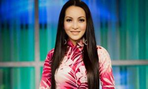 Linh Nga làm phát thanh viên ở Mỹ