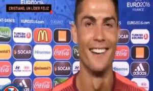 C. Ronaldo 'say rượu' khi được phỏng vấn sau trận đấu