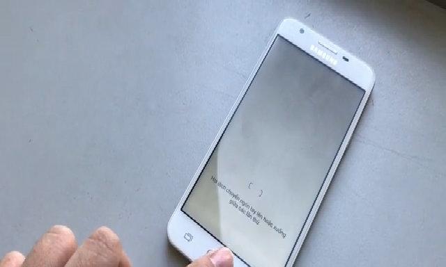 Thử tính năng vân tay trên Galaxy J5 Prime