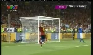 Bàn thắng nâng tỉ số lên 4-0  của Tây Ban Nha