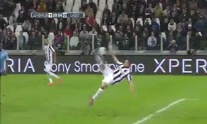 Pepe tung người móc bóng vào lưới Lazio