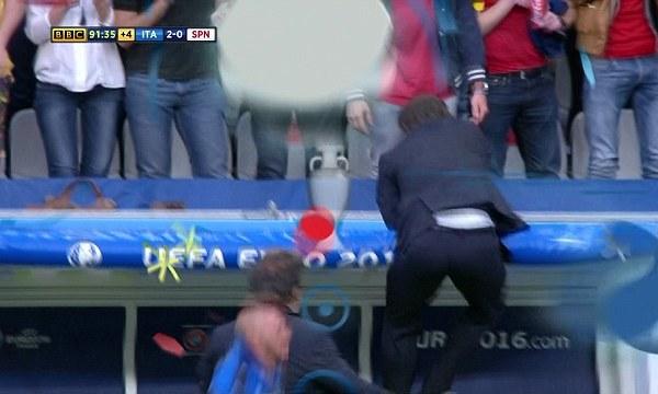 Cảm xúc của Conte khi Italy thắng Tây Ban Nha 2-0 ở tứ kết Euro 2016