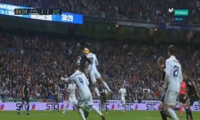Mariano ghi bàn vào lưới Deportivo