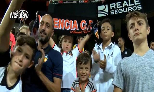 """Mestalla rộn niềm vui khi """"Đàn dơi"""" Valencia tung cánh trở lại"""