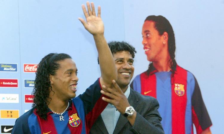 Ronaldinho ra mắt ở Nou Camp tháng 8/2003