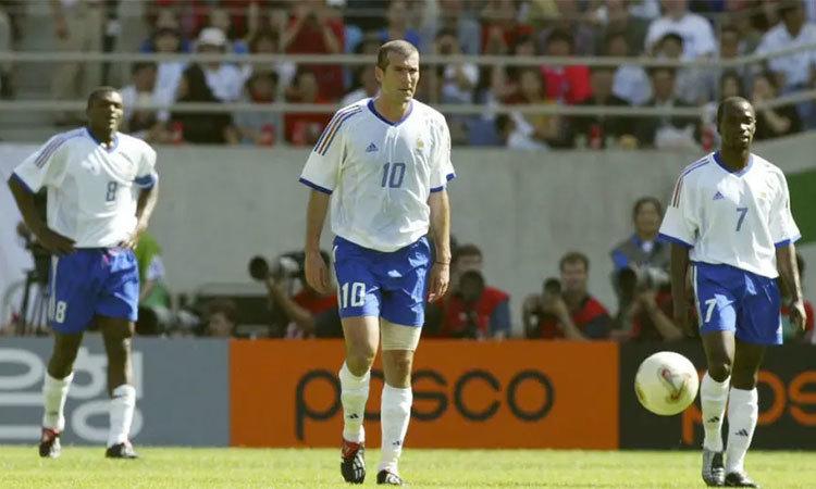Pháp thua Đan Mạch ở World Cup 2002