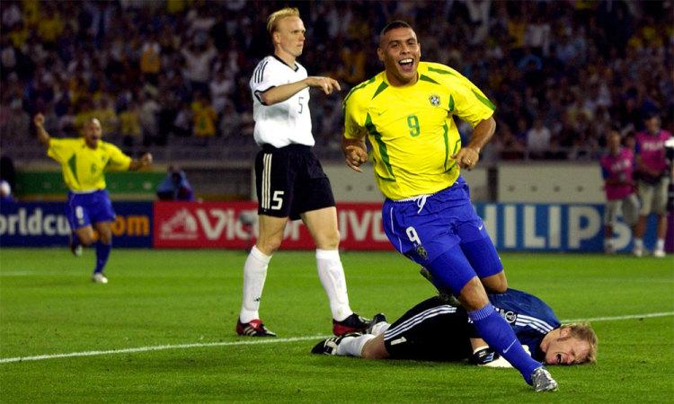 Ronaldo lập cú đúp ở chung kết World Cup 2002