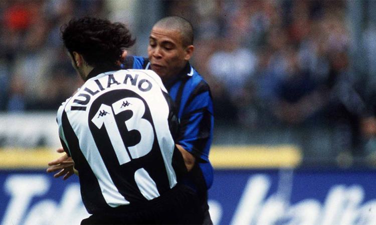 Ronaldo va chạm với Iuliano