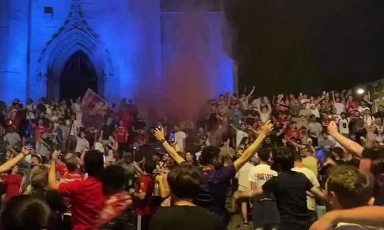 CĐV Liverpool hát You Never Never Alone mừng chiến thắng