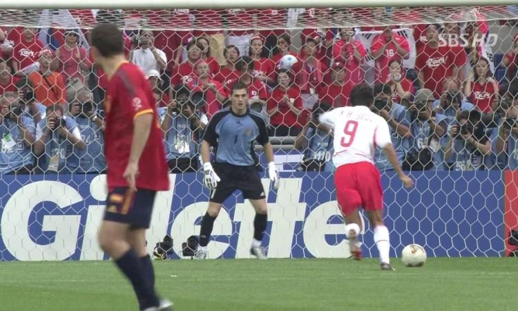 Casillas toả sáng trong trận Hàn Quốc - Tây Ban Nha ở World Cup 2002