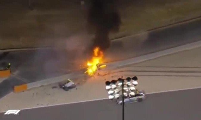 Grosjean thoát chết dù xe F1 bị gãy đôi, bốc cháy