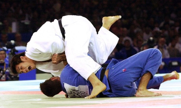 Tuyệt kỹ Uchi Mata giúp Inoue hạ Nicolas Gill ở Sydney 2000