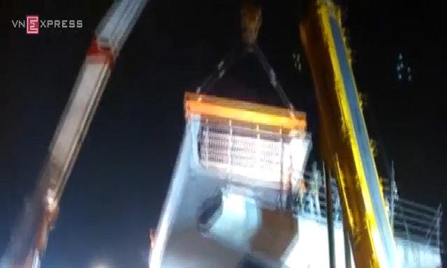 Lắp thanh dầm 157 tấn tuyến Nhổn - Ga Hà Nội