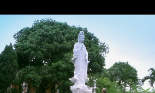 Nữ thanh niên xung phong tìm bình yên nơi cửa Phật