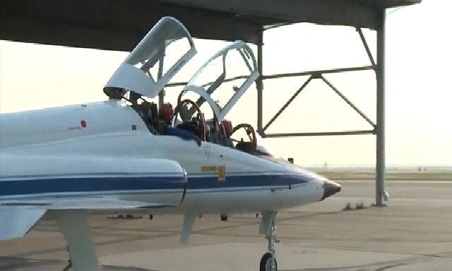 Phi hành gia huấn luyện tiền đình trên tiêm kích phản lực