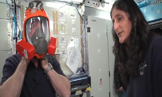 Phi hành gia huấn luyện ứng phó tình huống khẩn cấp trên ISS