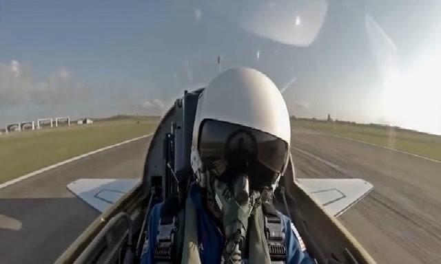 Phi hành gia tập bay trên tiêm kích T-38
