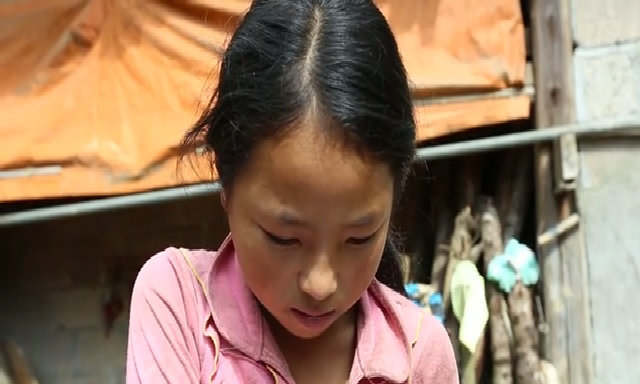 Trẻ em dân tộc đọc tiếng Việt