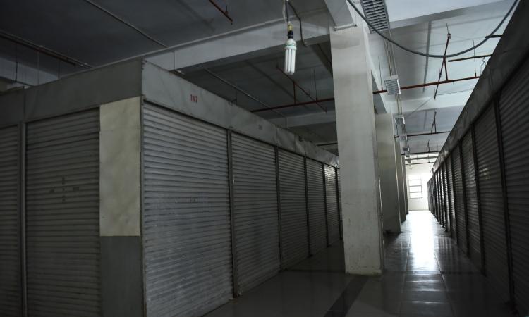 Chợ Sơn Tây vắng bóng người mua hàng