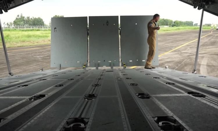 Quá trình đóng cửa đuôi trên vận tải cơ A400M
