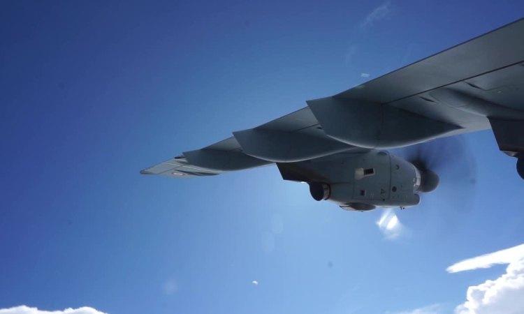 Vận tải cơ A400M thực hiện vòng lượn gấp